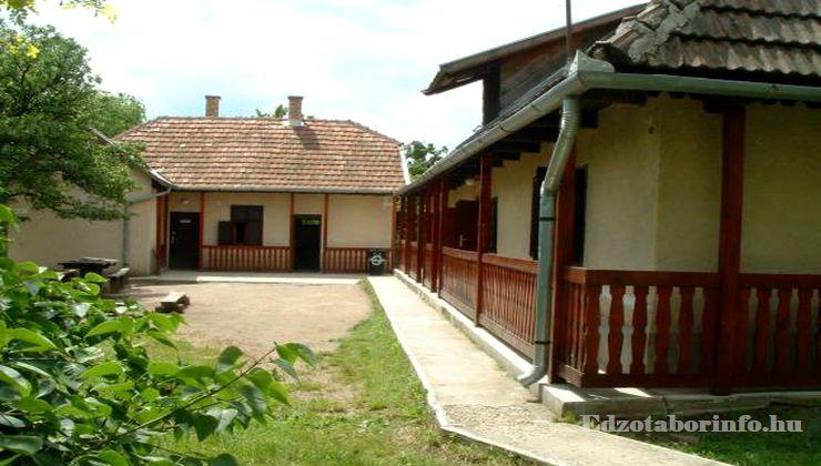 Edzőtábor - Pusztafalu Ifjúsági Tábor - Szállásépület