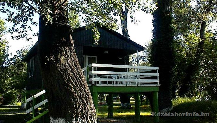 Edzőtábor, Szetendre Ifjúsági Tábor - Faházak
