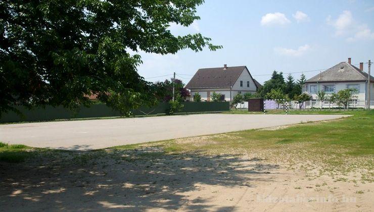 Edzőtábor - Tápiószentmárton IfjúságiTábor - Sportcsarnok - Bitumenes pálya
