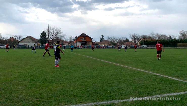 Edzőtábor - Tápiószentmárton IfjúságiTábor - Sportcsarnok - Futballpálya