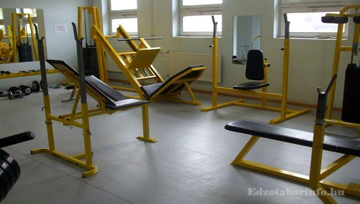 Edzőtábor - Tápiószentmárton IfjúságiTábor - Sportcsarnok - Konditerem