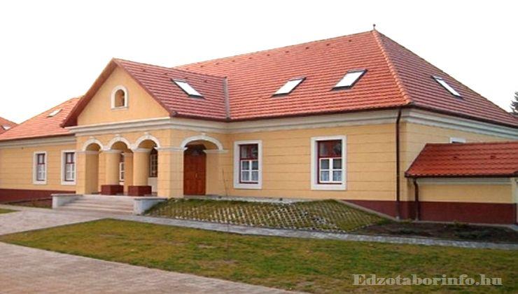 Edzőtábor - Tápiószentmárton IfjúságiTábor - Sportcsarnok - Kubinyi kúria