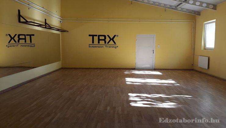 Edzőtábor - Tápiószentmárton IfjúságiTábor - Sportcsarnok - Tükrös terem