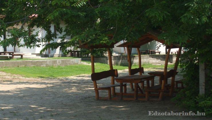 Edzőtábor - Tápiószentmárton IfjúságiTábor - Sportcsarnok - Udvar