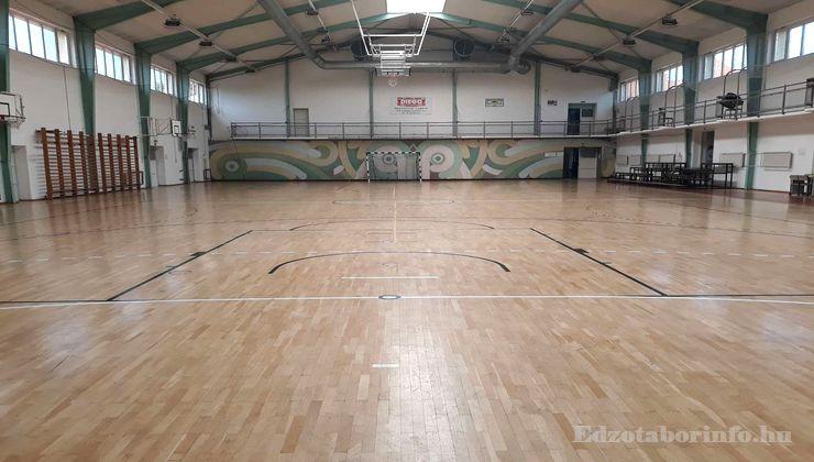 Edzőtábor - Tápiószentmárton IfjúságiTábor - Sportcsarnok - csarnok