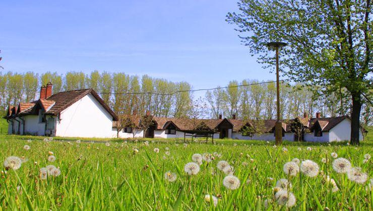 Edzőtábor, táborhely - Békés-Dánfok Üdülő és Tábor - Körépület
