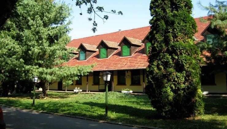 Edzőtábor, táborhely - Békés-Dánfok Üdülő és Tábor