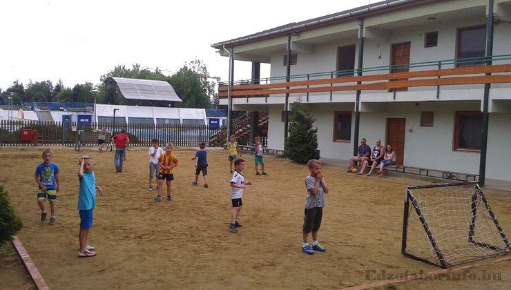 Edzőtábor, táborhely - Mezőkövesd Ifjúsági Tábor - Strandfoci pálya