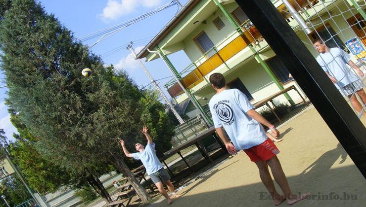 Edzőtábor, táborhely - Mezőkövesd Ifjúsági Tábor - Strandröplabda pálya