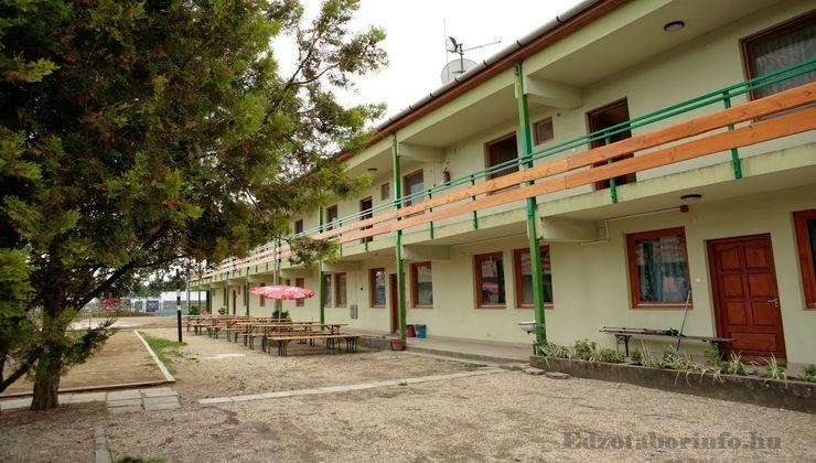 Edzőtábor, táborhely - Mezőkövesd Ifjúsági Tábor - Udvar