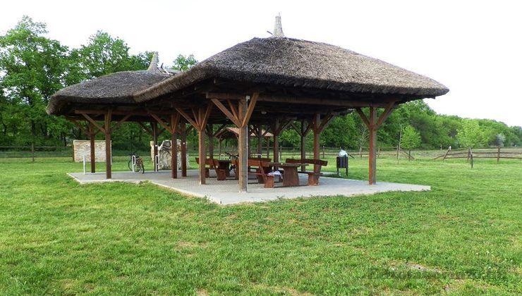 Edzőtábor, táborhely - Tiszasziget Ifjúsági Tábor - Mélypont Emlékhely
