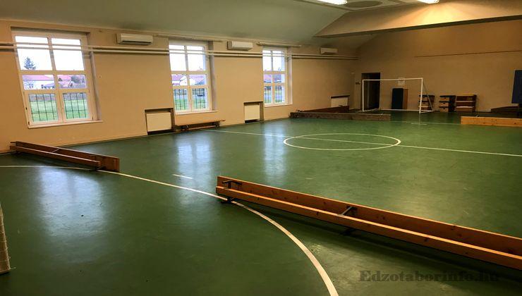 Edzőtábor, táborhely - Tiszasziget Ifjúsági Tábor - Tornacsarnok