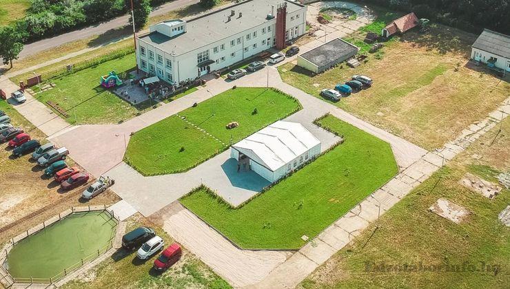 Edzőtábor, táborhely - Tiszasziget Ifjúsági Tábor - Udvar