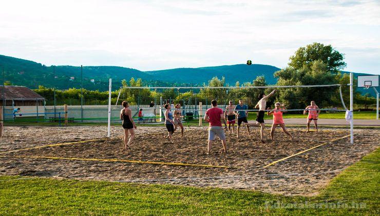 Edzőtábor, táborhely - Visegrád Üdülőtábor - Strandröplabda pálya