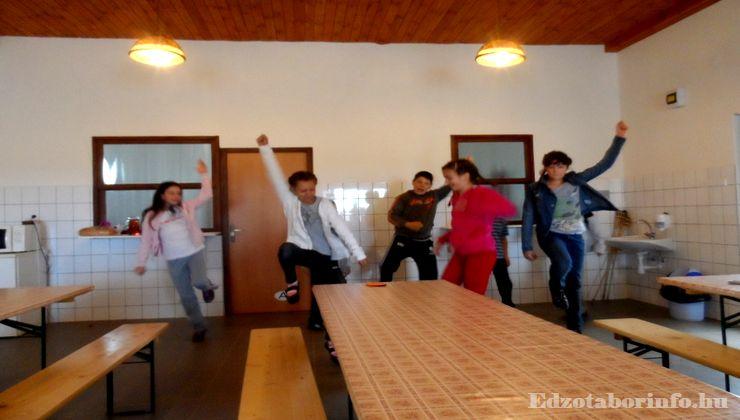 Edzőtábor - Szaknyér Ifjúsági Tábor - étkező