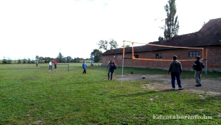 Edzőtábor - Szaknyér Ifjúsági Tábor - udvar 2