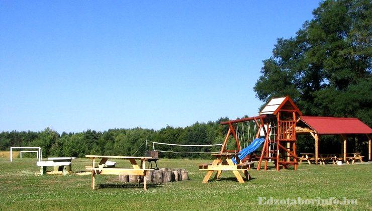 Edzőtábor - Szaknyér Ifjúsági Tábor - udvar 4