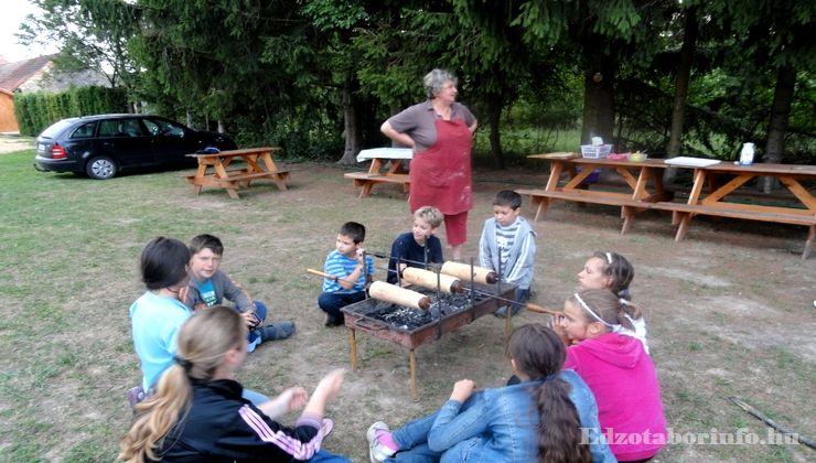 Edzőtábor - Szaknyér Ifjúsági Tábor - udvar