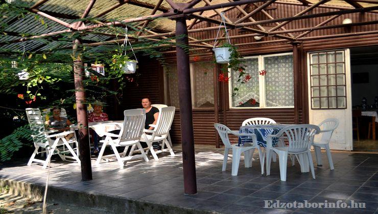 Edzőtábor - Tokaj Ifjúsági Tábor - terasz 2